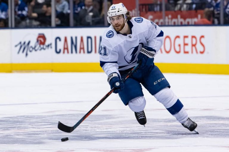 Tampa Bay Lightning Defeat Dallas Stars, Win the Stanley Cup Trophy !