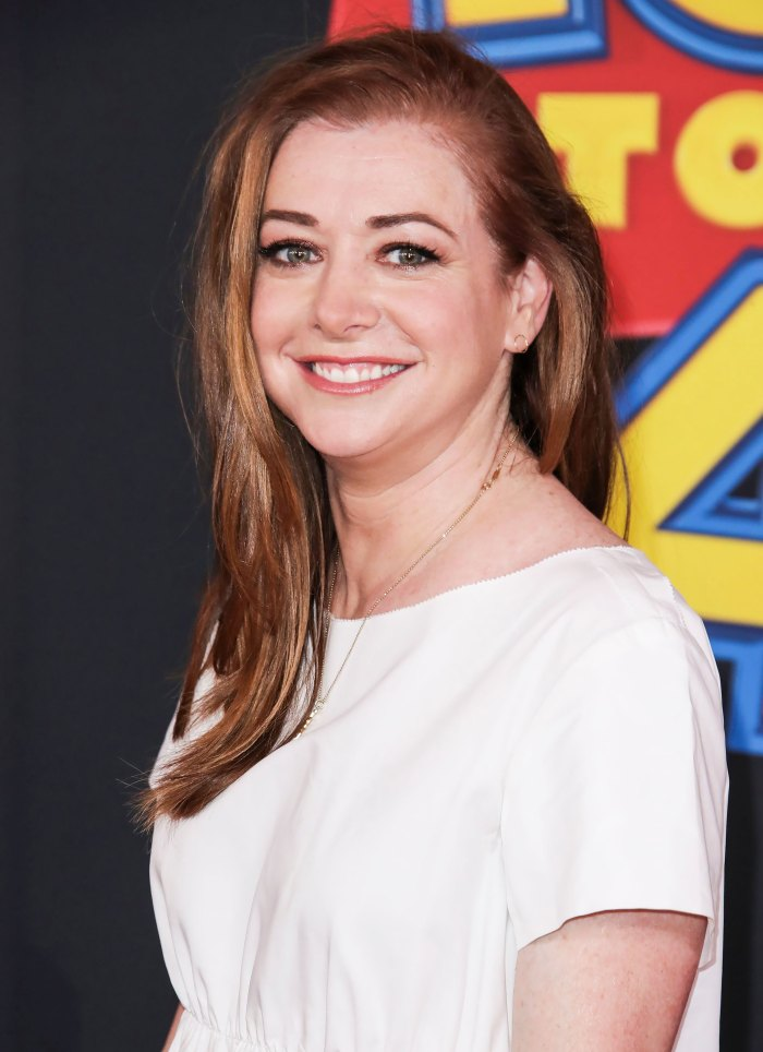 Alyson Hannigan Brings Her 2 Daughters to 'How I Met Your Mother' Bar: Pic