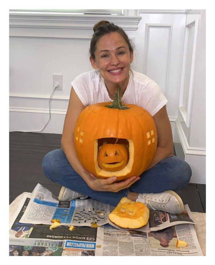 Jennifer Garner Denies Pregnancy Speculation After Carving Pumpkin Instagram