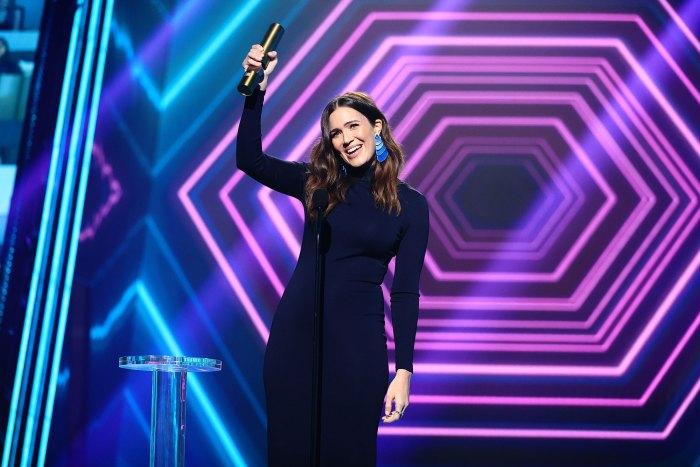Mandy Moore Baby Bump E! People's Choice Awards 2020