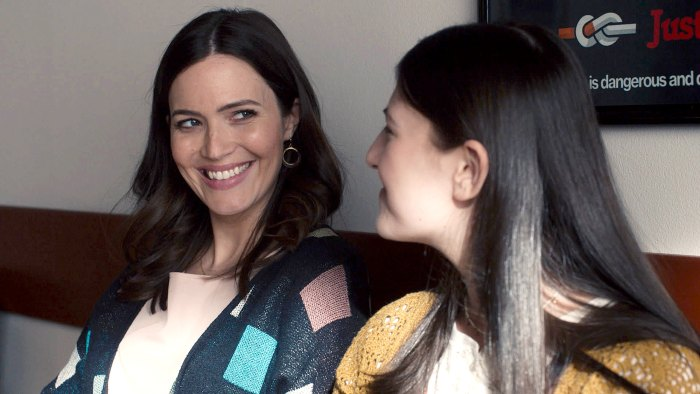 How Pregnant Mandy Moore Is Hiding Her Baby Bump on This Is Us