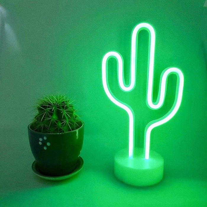 white-elephant-gifts-neon-cactus-light-lamp