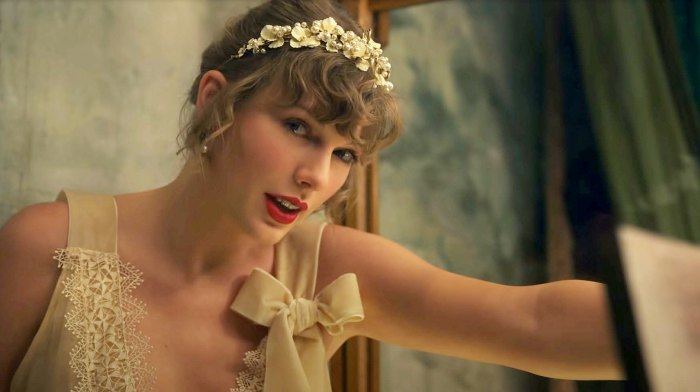 Taylor Swift Fans Think Folklore Evermore Are Part Trilogy