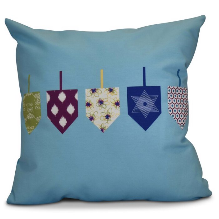 The Holiday Aisle Hanukkah 2016 Decorative Holiday Geometric Euro Square Pillow